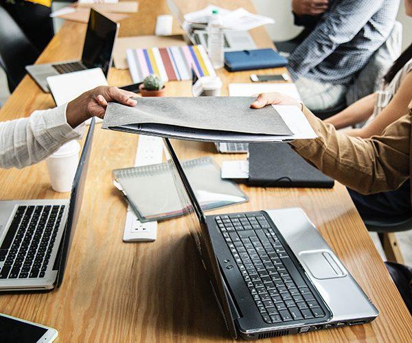 advice-colleagues-communication-1161465 k